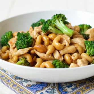 One Pan Broccoli Cashew Chicken whips up in 15 minutes and is so easy to make. This delicious, 10 ingredient, full of flavor meal is easy on the budget too! | Recipes to Nourish