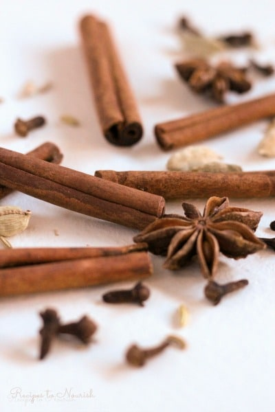 Cinnamon sticks, cloves, cardamom pods, star anise pods and chai spices.