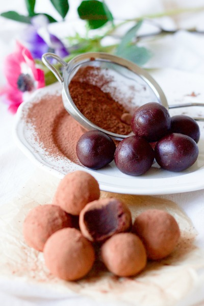 Cocoa dusted chocolate truffles, no coated chocolate truffles and fresh flowers.