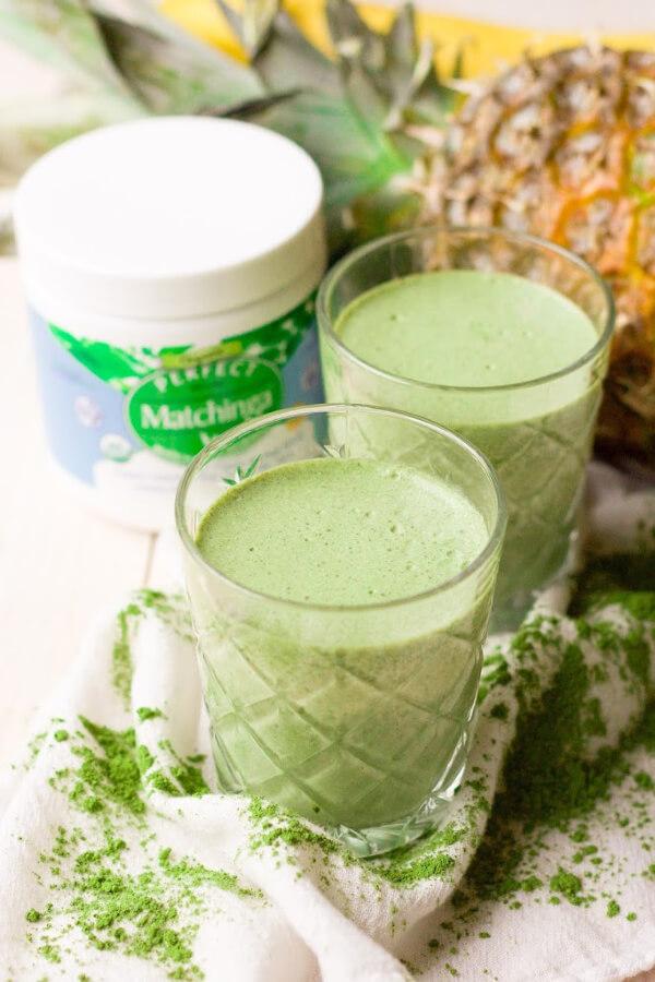 Green smoothies with Matchinga matcha moringa powder, pineapple and banana.